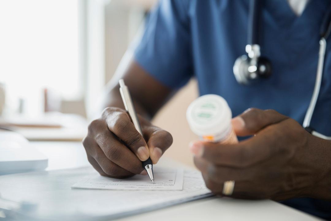 PRESCRIRE PUBLIE SON BILAN 2021 DES MÉDICAMENTS A ÉCARTER DES SOINS ET A REMPLACER PAR DE MEILLEURES OPTIONS.